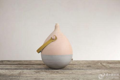 手工制作的陶瓷水壶